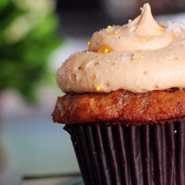 Banana Cupcake with Peanut Butter Frosting