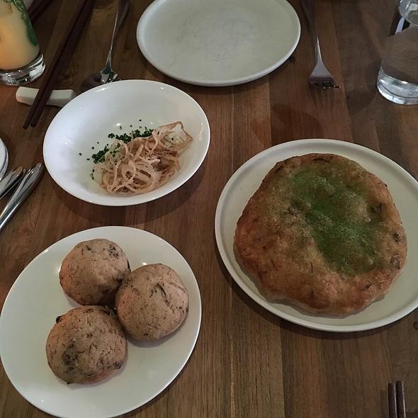 Sourdough Green Onion Pancake And Dutch Crunch Bbq Pork Buns