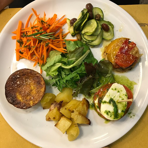 Summer Veggie Medley: Insalata Caprese, Parmigiana, Carrots With Rosemary, Oven Potatoes And Spinach Flan