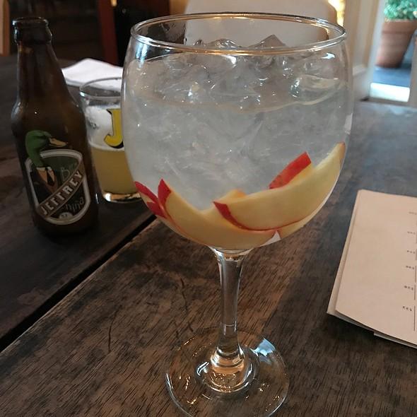 Gin Tônica Cajú