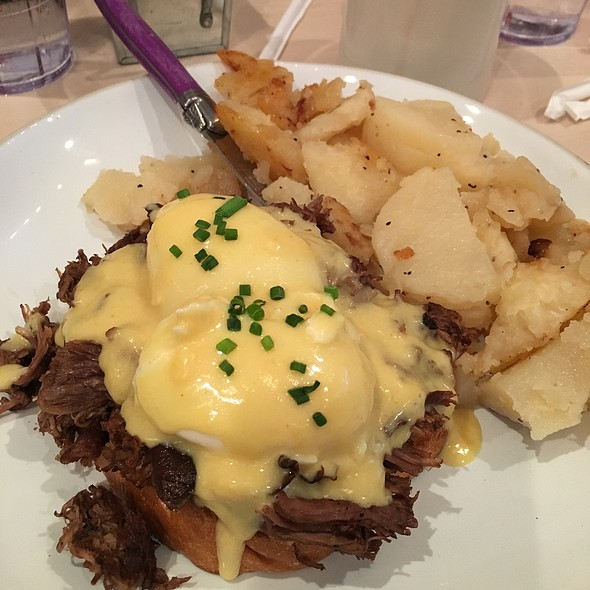 Short Ribs Eggs Benedict @ CAFÉ seventy two