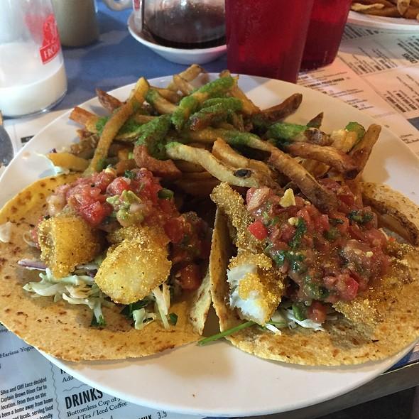 fish tacos @ Art Cliff Diner