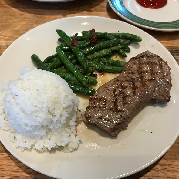 Sirloin Steak With Green Beans And Bacon