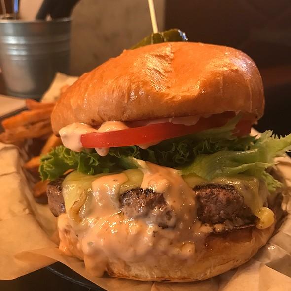 Old School Burger @ Broderick Midtown
