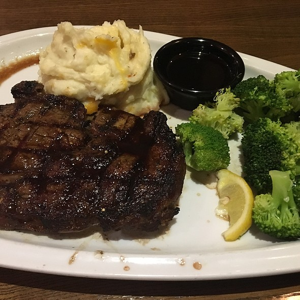 Jack Daniel's Sirloin Steak With Mashed Potatoes And Broccoli