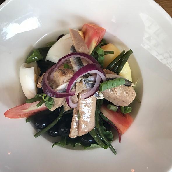 Niçoise salad @ Cafe L'Etincelle