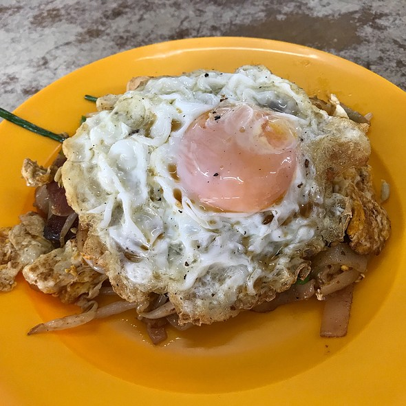 Char Kuey Teow With Fries Egg