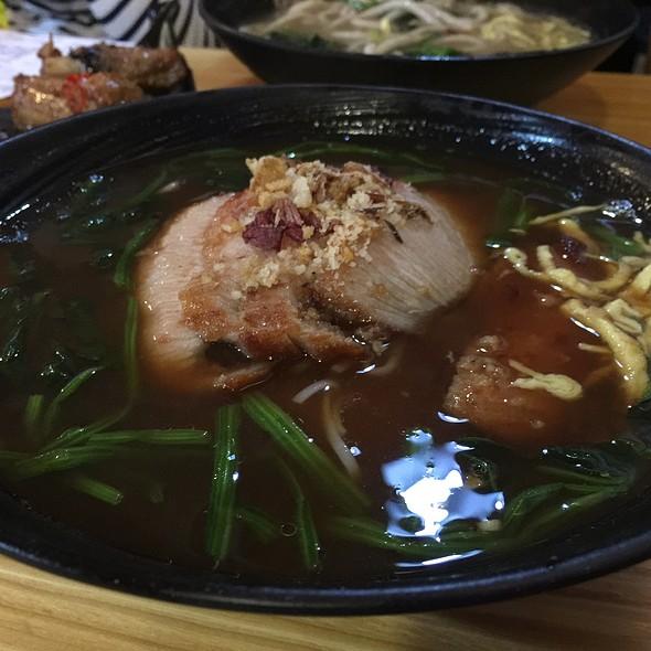 乳味豬頸肉龍蝦湯上海麵