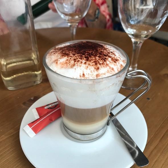 Cappuccino @ Cafe L'Etincelle