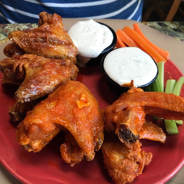 Chicken Wings @ Delaney's Hole in the Wall