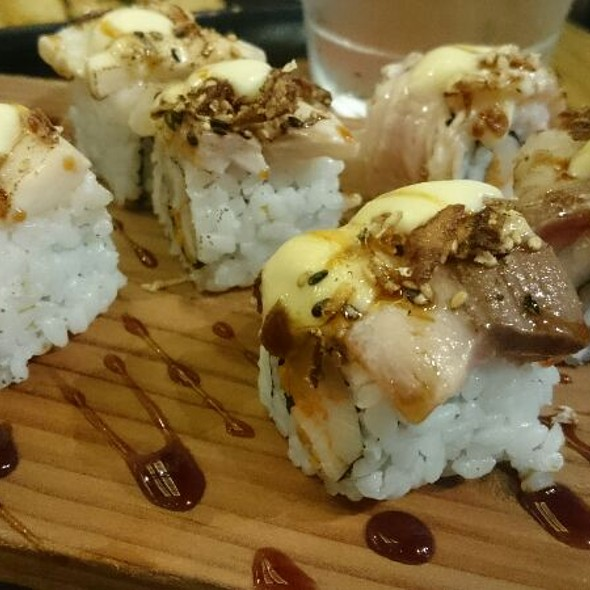Hamachi And Kani Aburi Maki (Sushi)