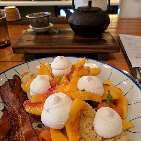 Peach Shortcake @ Macha Tea Company