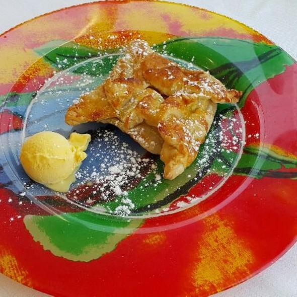 Apfelkuchen mit Vanilleeis @ La Rocca