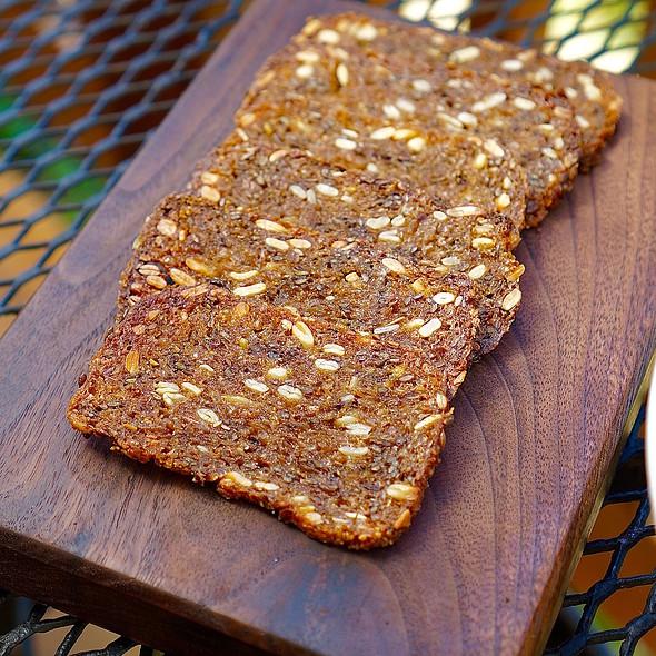 Fermented rye bread crisps