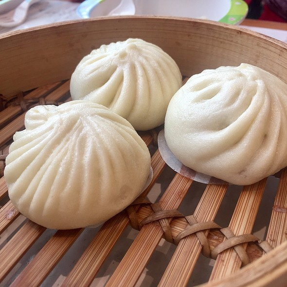 Steamed Buns with pork @ Din Tai Fung