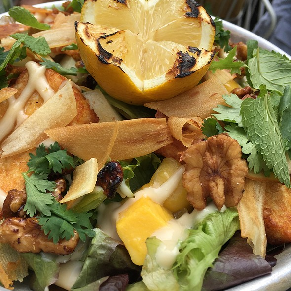 Grilled Halloumi With Avocado, Mango, Walnuts, Pears And Sallad With Coriander