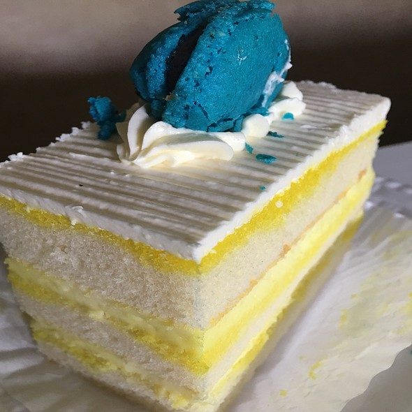 Pineapple Mousseline Cake With Macaron