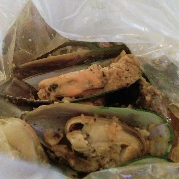 Mussels in Lemon Pepper Sauce @ Good Catch Boil House