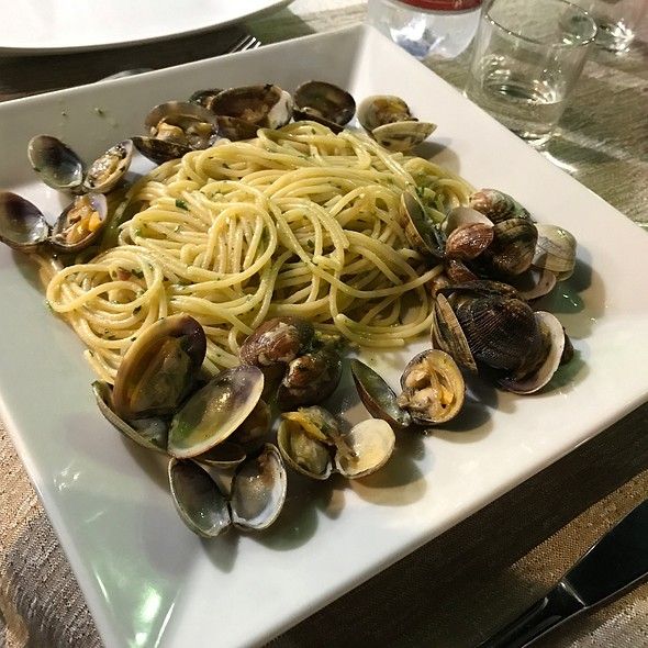Spaghetti alle Vongole| @ Al Povero Pesce Sas Di Presta Francesco