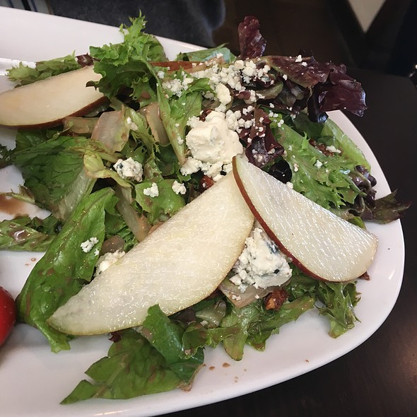 Gorgonzola Pear Salad (Combo Portion) @ Breadwinner's