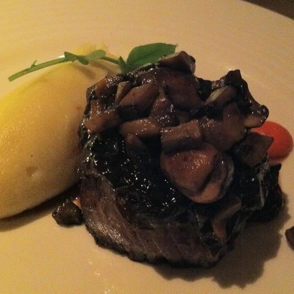 Chateaubriand With Red Onion Marmalade, Mushrooms, Yukon Potatoe Puree @ Gordon Ramsay at The London