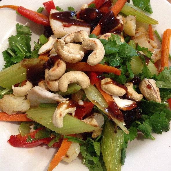 Stir Fry Vegetables With Chicken And Cashews In A Mushroom Sauce