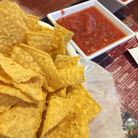 Chips and Salsa @ Meno's Mexican Grill