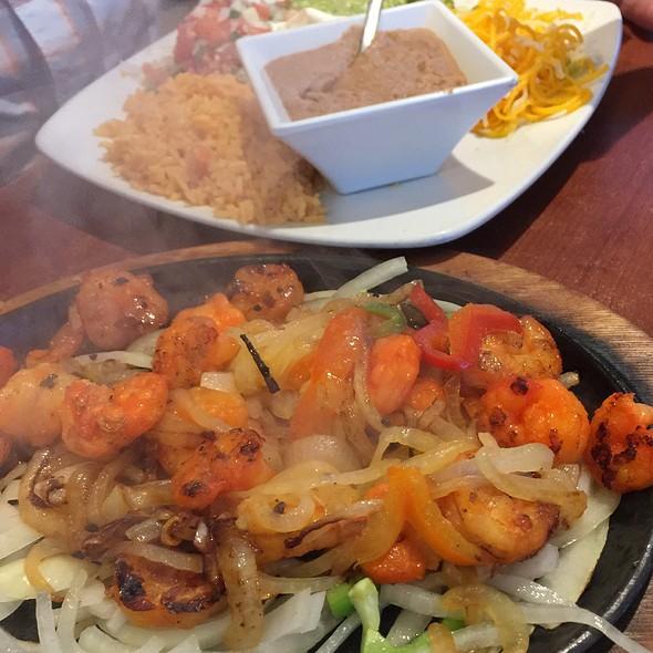 Shrimp Fajitas @ Meno's Mexican Grill