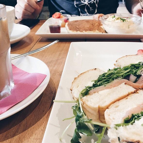 Smoked Salmon Bagel @ Milwaukee Café