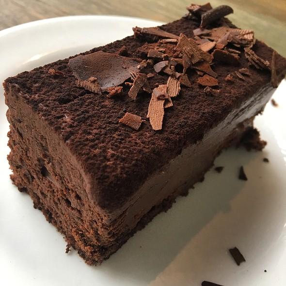 Chocolate Truffle Cake @ marché MÖVENPICK