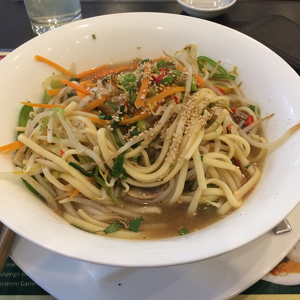 Noodlesoup With Beef @ Mala Min