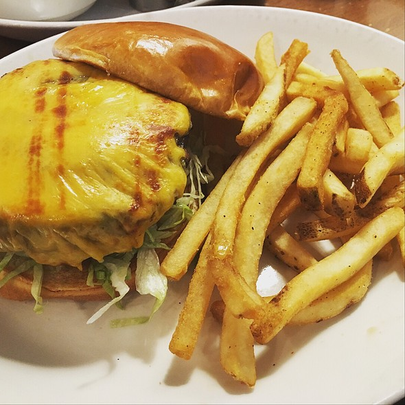 Cheeseburgers and fries @ Black Walnut Cafe