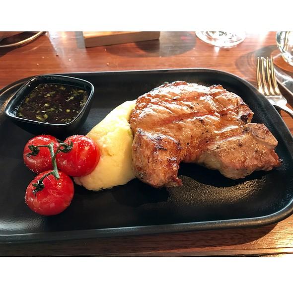 Grilled Iberico Pork T-Bone @ Bread Street Kitchen (Singapore)