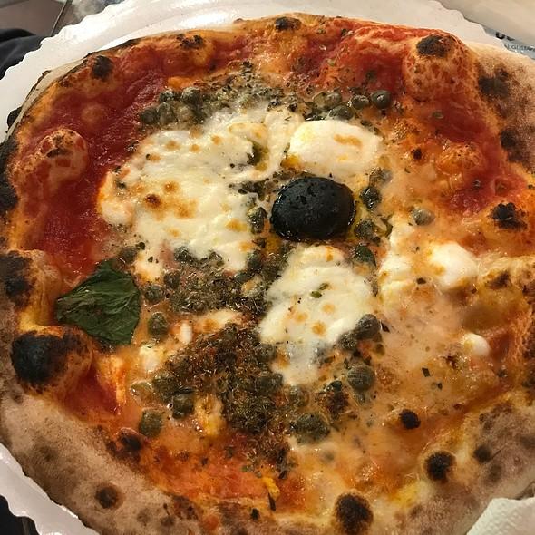 Napolitana (Anchovies, Capers) @ Gusta Pizza
