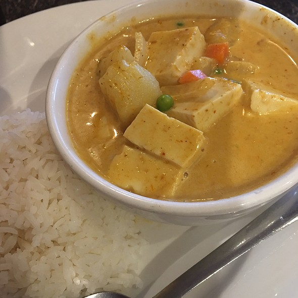 Yellow Curry With Tofu @ Thai Kitchen Bowl