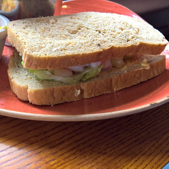 PEELED PRAWNS WITH MARIE ROSE SAUCE SANDWICH