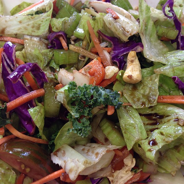 Superfood Vegetable Salad With Cashews