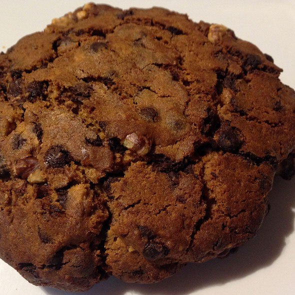 Home Made Chocolate Chip Cookie