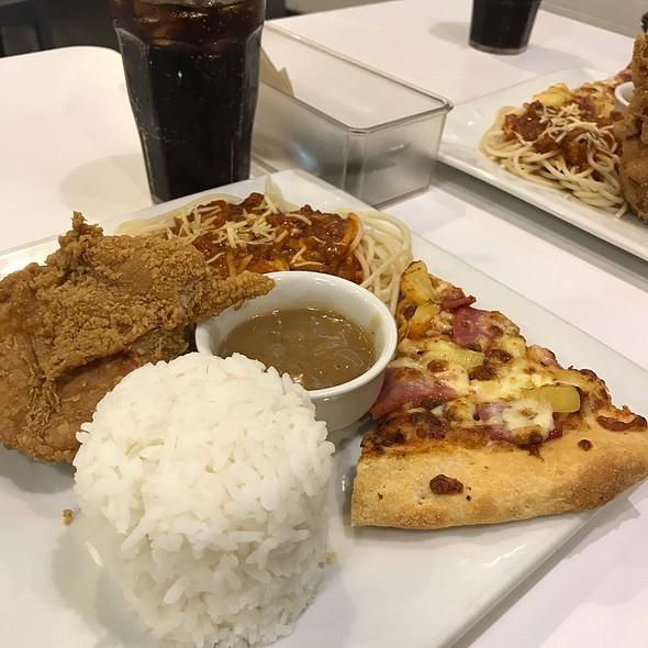 Spaghetti Chicken and Pizza Combo