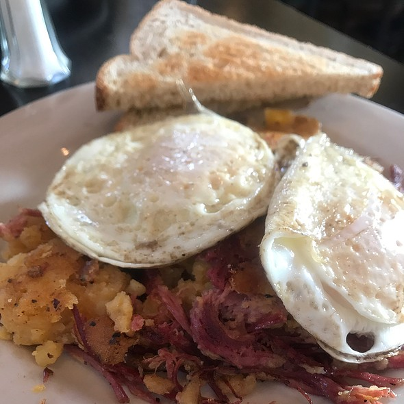 Corned Beef Hash With Eggs And Toast @ Town And Gown