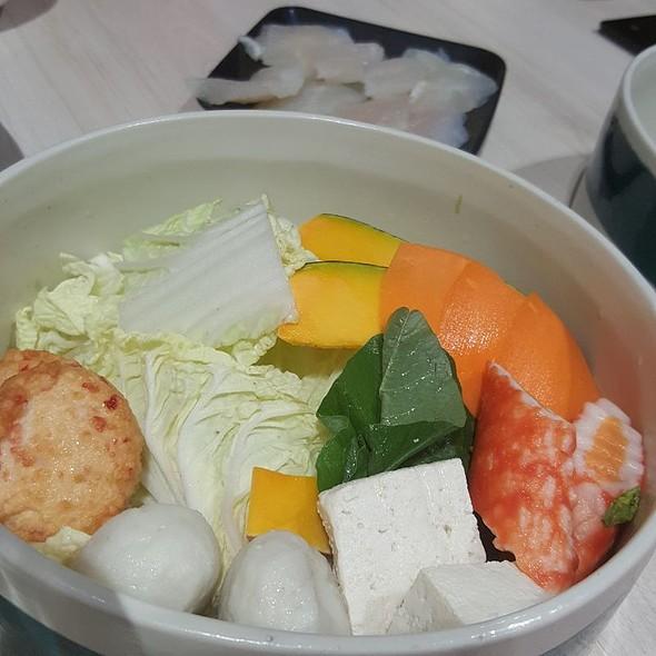 Seafood Dumpling and Vegetable Set @ Ganso-Shabuway Japanese Style Hot Pot