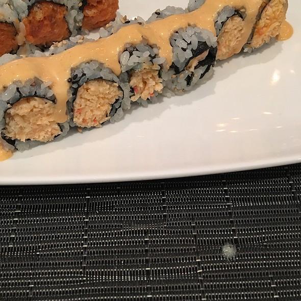 Spicy crunchy crab roll