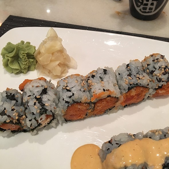 Spicy Crunchy Tuna Roll @ Sake