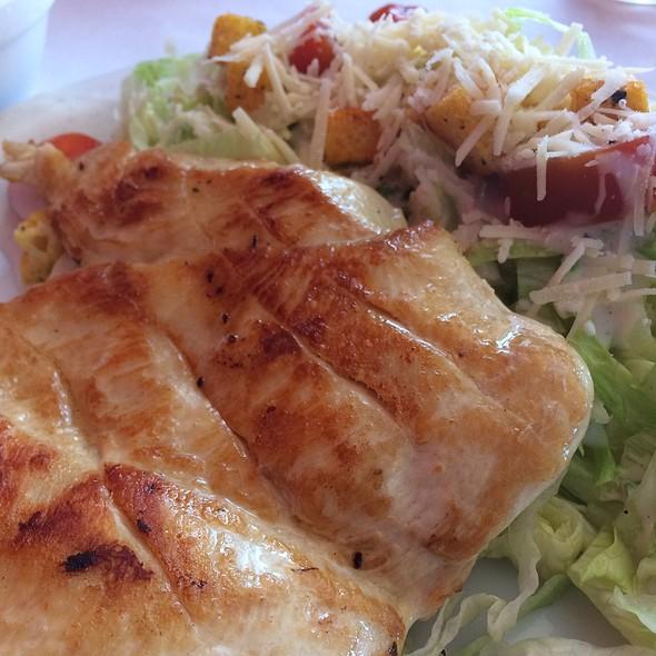 Filet De Frango Grelhado Com Salada Caesar @ Boteco do Manolo