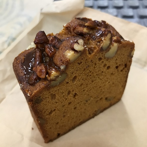 Cafe & Espresso Cake Caramel Nuts @ STARBUCKS COFFEE