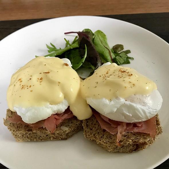 Homemade Eggs Benedict @ Sunny Island