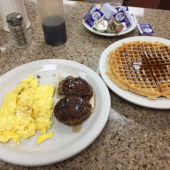 Waffle @ Lincoln's Waffle Shop