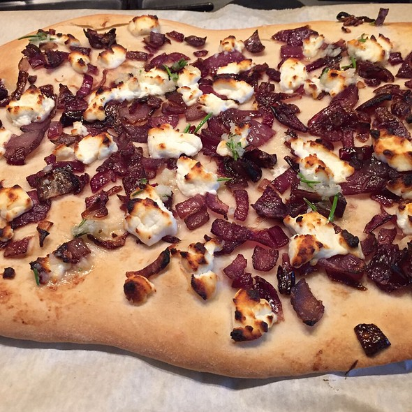 Flatbread With Goat Cheese And Red Onion