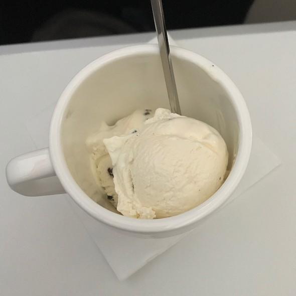 Vanilla Ice Cream @ Swissair