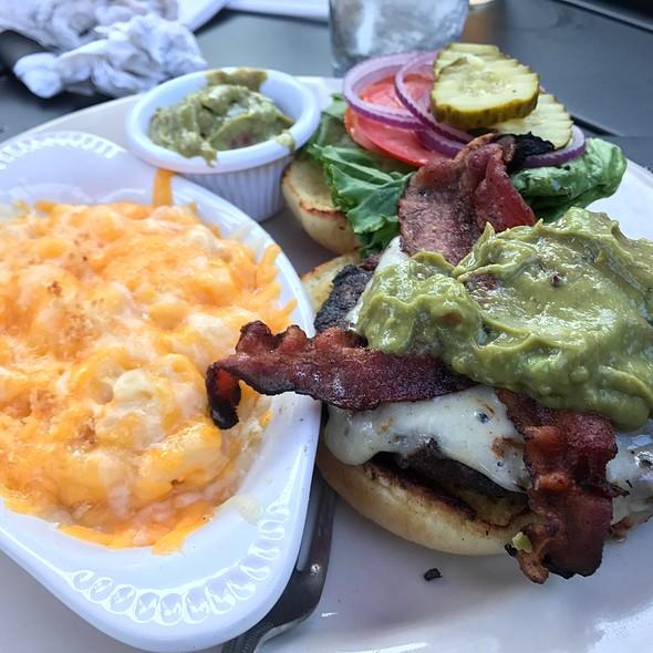 California Burger W/ Mac & Cheese @ Brick And Mortar Pub